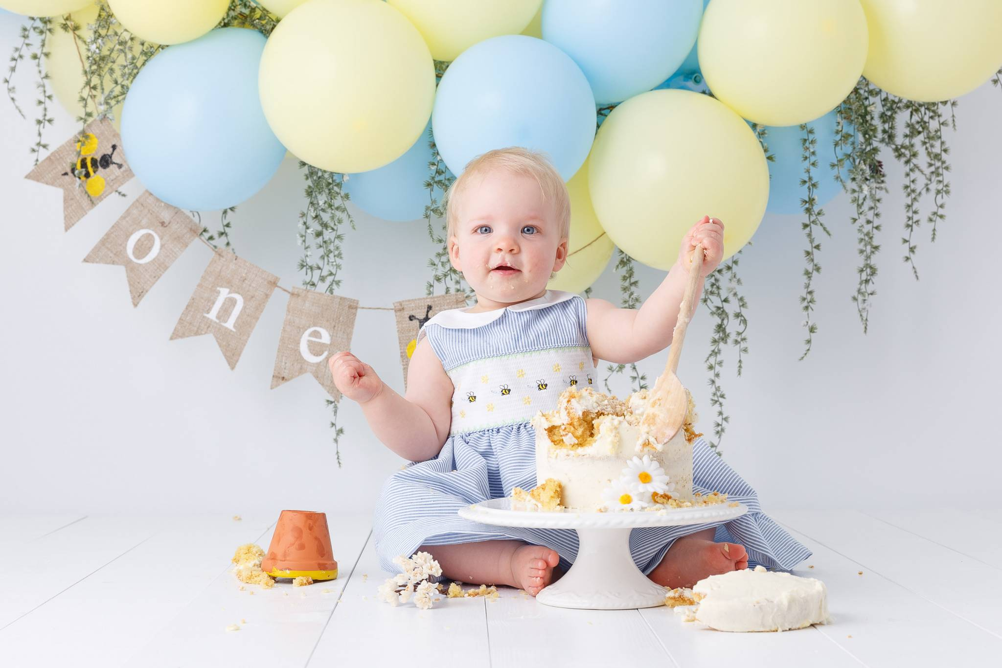 Cake Smash Photography, High Wycombe, Buckinghamshire, Baby, 1st Birthday, studio photoshoot